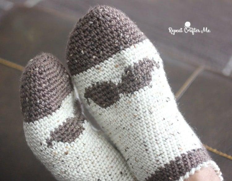 Mustache crochet socks pattern