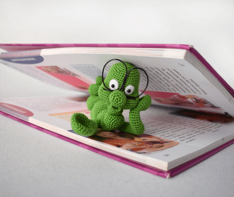 free crochet bookmark bookworm for kids