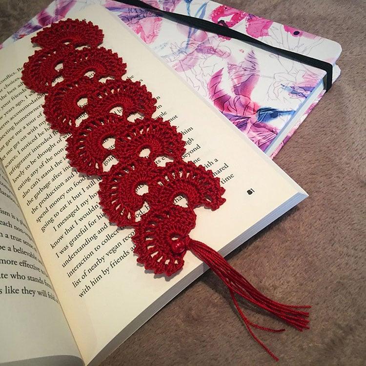 free elegant crochet bookmark