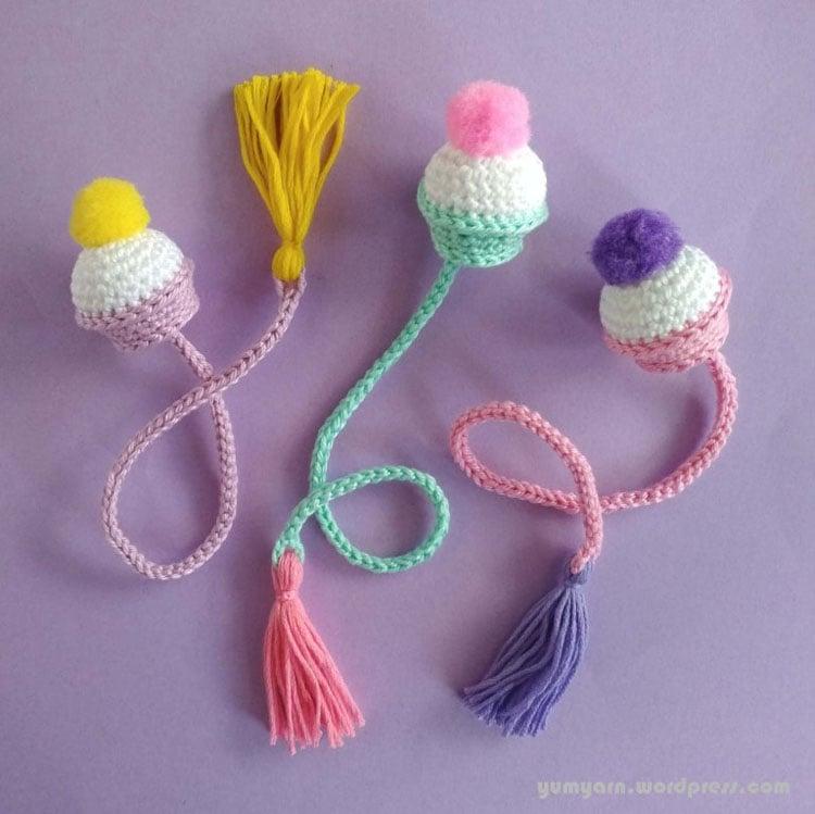 free crochet cupcakes bookmark