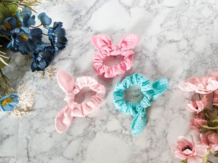EASY SCRUNCHIES WITH A FREE SVG