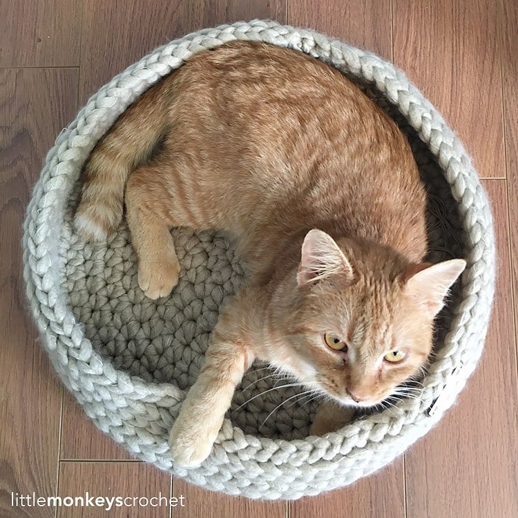 TABBY CHIC CAT BED