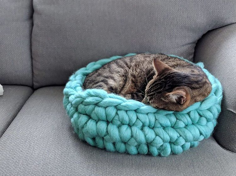 SUPER CHUNKY CAT BED