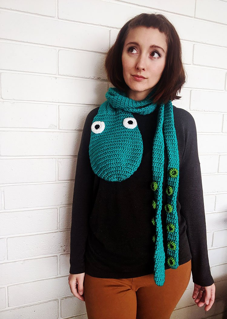 OCTOPUS SCARF WITH TENTACLES