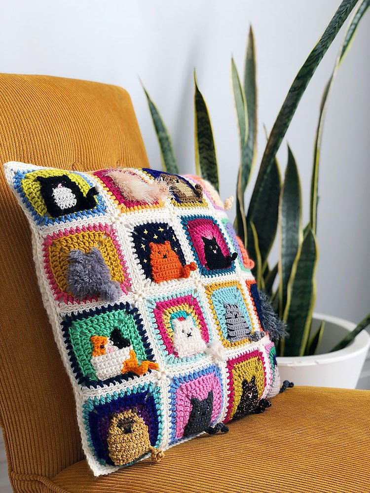 This image has an empty alt attribute; its file name is crochet-pillow-pattern-12.jpg