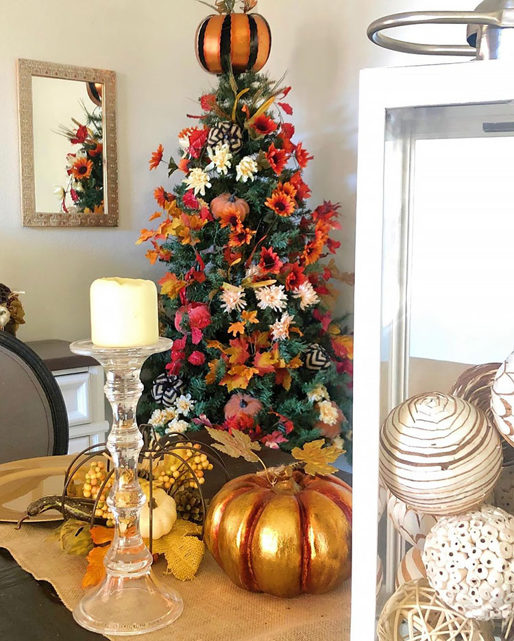 tree with thanksgiving decoration