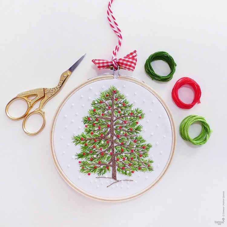 CHRISTMAS TREE HAND EMBROIDERY KIT