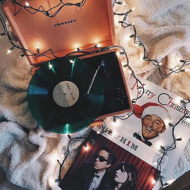 RECORD PLAYER PLAYING CHRISTMAS MUSIC