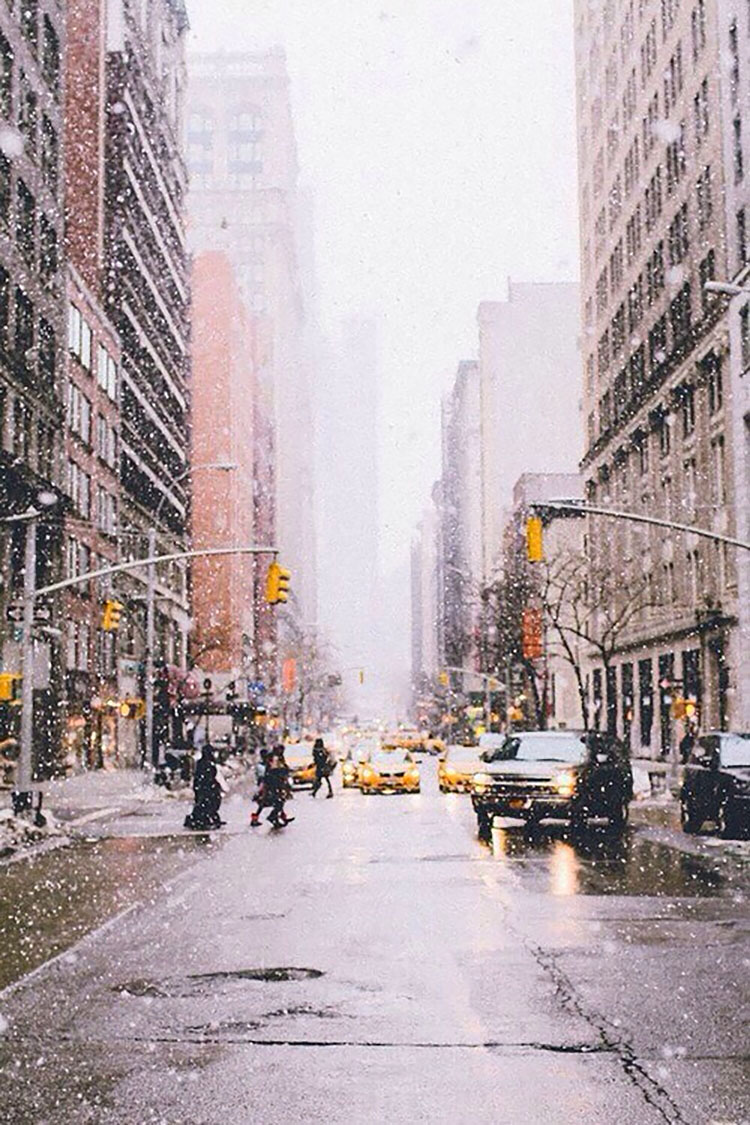 SNOW FALLING DOWNTOWN CITY
