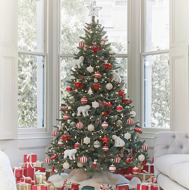 CHRISTMAS TREE WITH RED AND WHITE ORNAMENTS