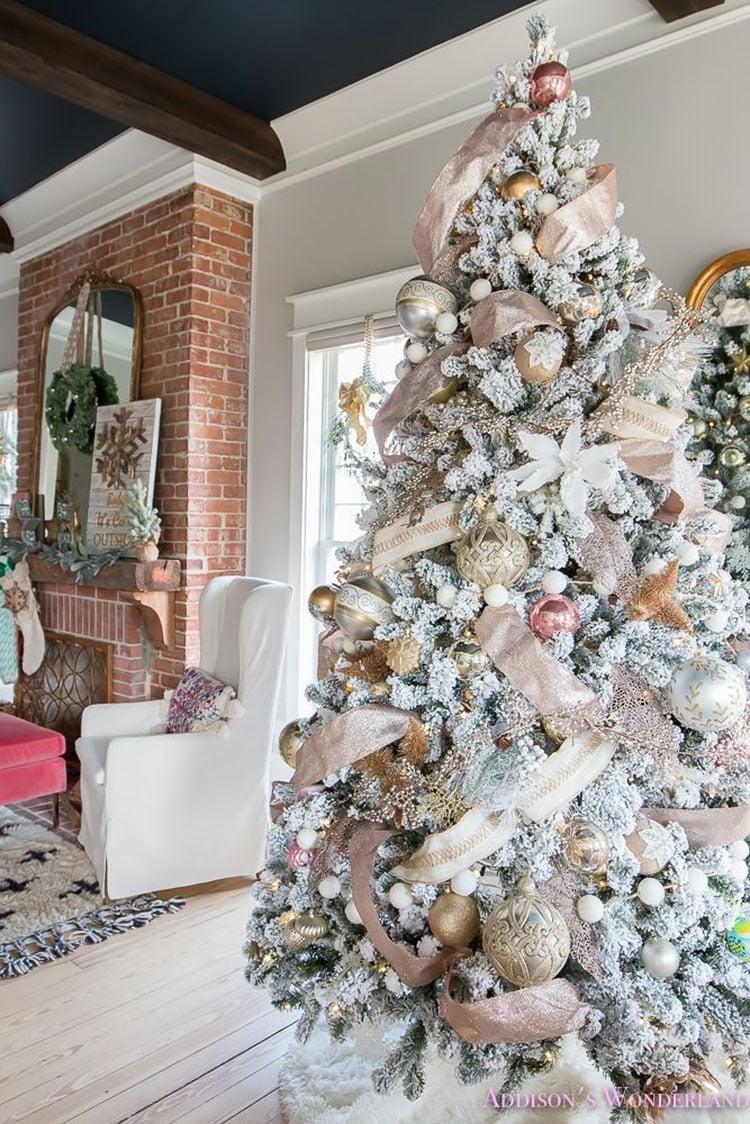 WHITE CHRISTMAS TREE IN LIVING ROOM