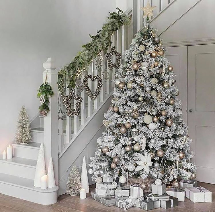 FROSTED CHRISTMAS TREE WITH PRESENTS