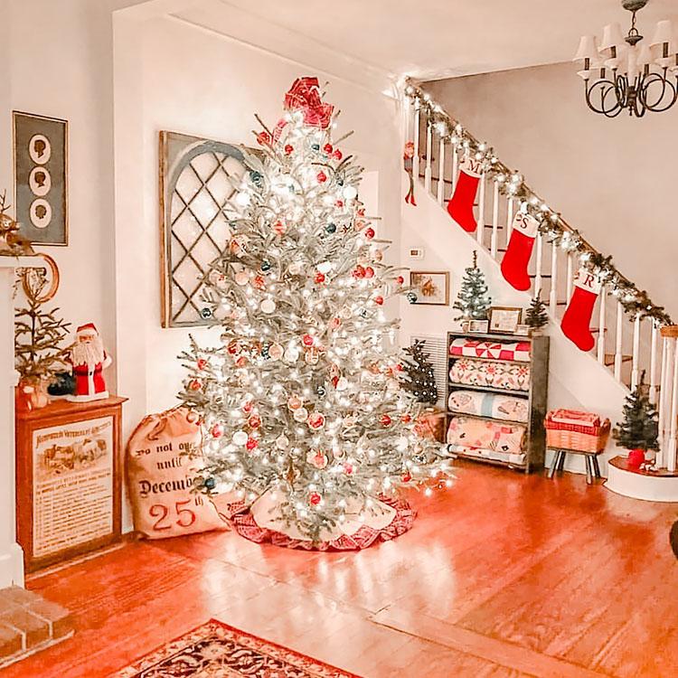 BRIGHT LIGHT CHRISTMAS TREE