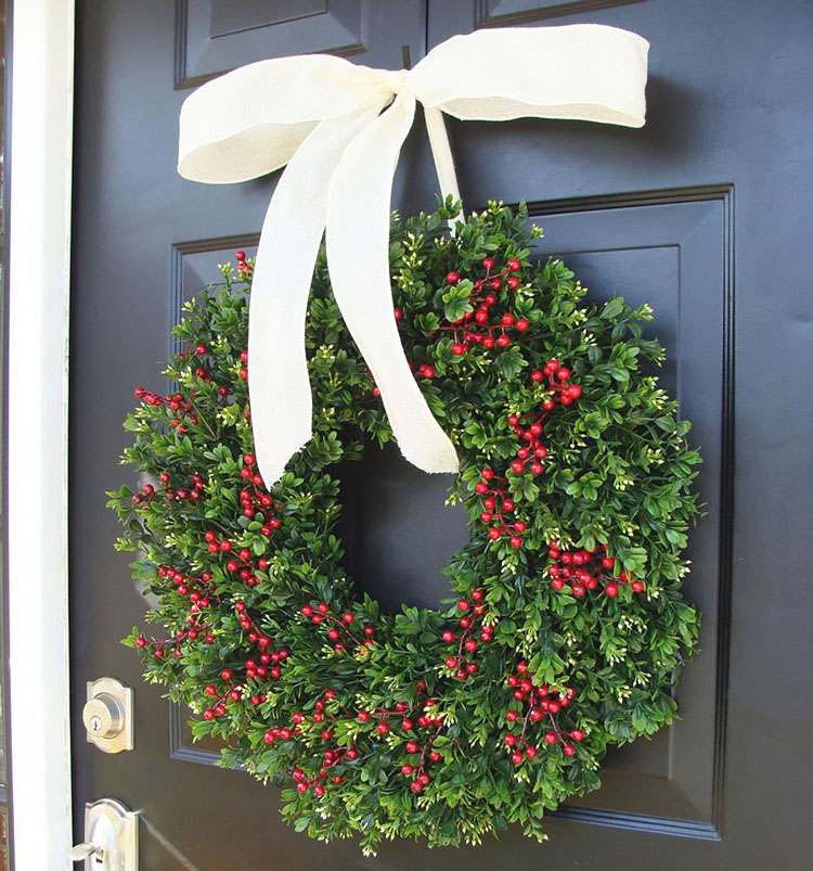 BOXWOOD RED BERRIES CHRISTMAS WREATH