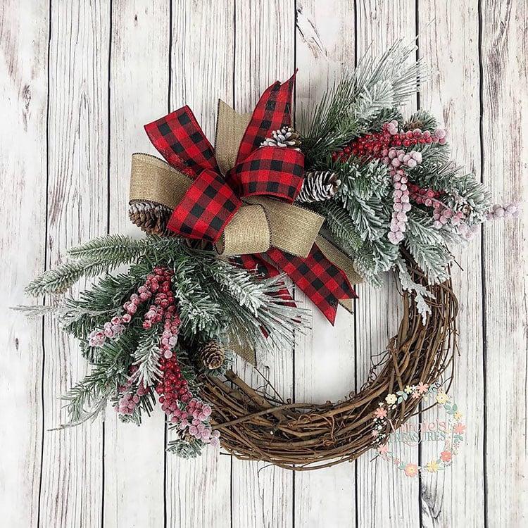 SNOWY PINECONE CHRISTMAS WREATH