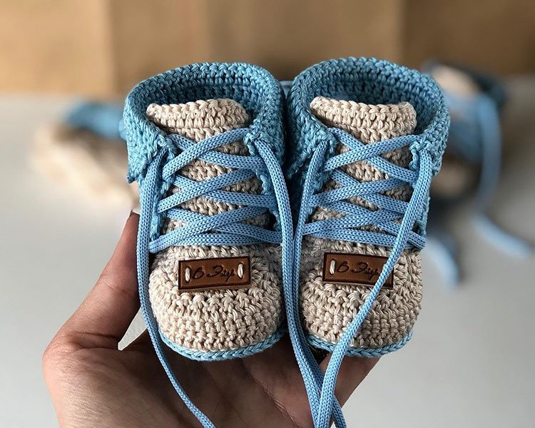 BABY BOOTIES WITH LACES