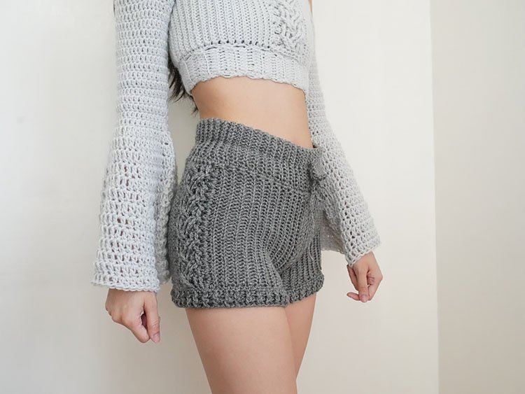 HIGH WAISTED CABLE STITCH SHORTS
