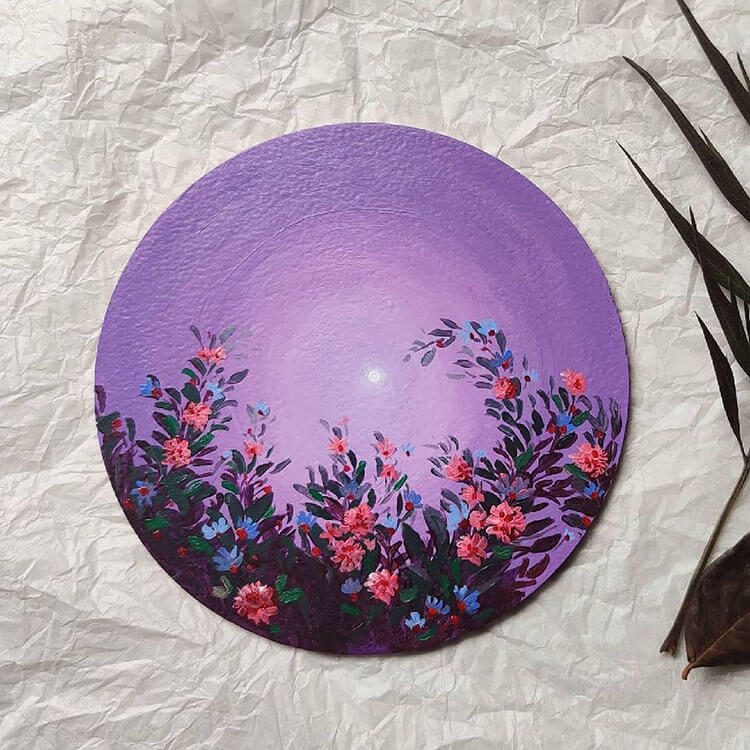 WILDFLOWER PAINTING WITH CIRCULAR CANVAS