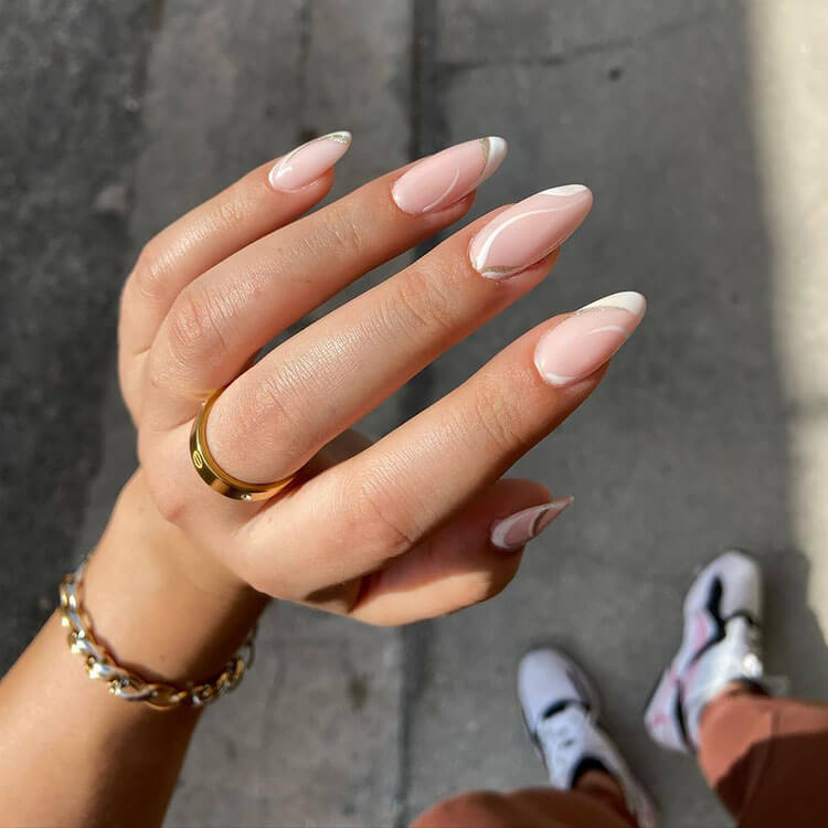 uñas blancas y brillantes