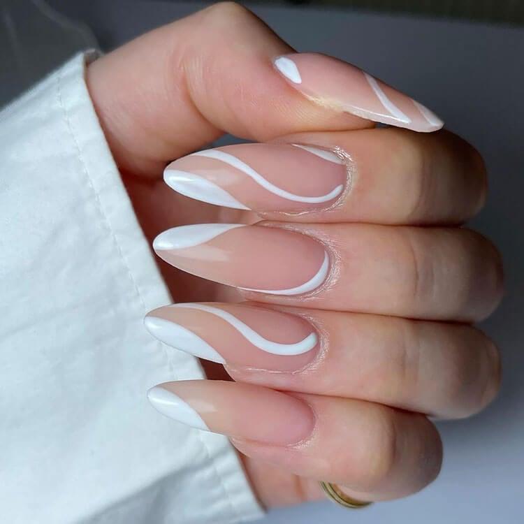 uñas largas de almendra blanca