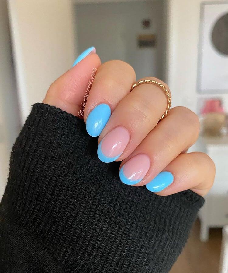uñas de neón azul