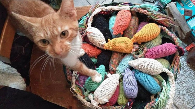 KNITTED WOOL STUFFED MOUSE